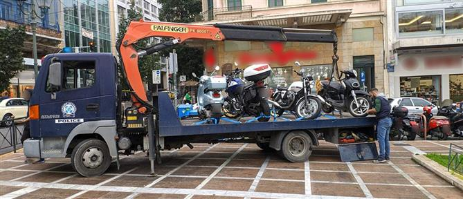 """""""Γκάζι"""" της Τροχαίας στις κλήσεις για στάθμευση στα πεζοδρόμια (εικόνες)"""