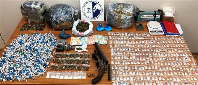 """Είχαν στήσει """"σούπερ μάρκετ"""" ναρκωτικών γύρω από την ΑΣΟΕΕ (εικόνες)"""