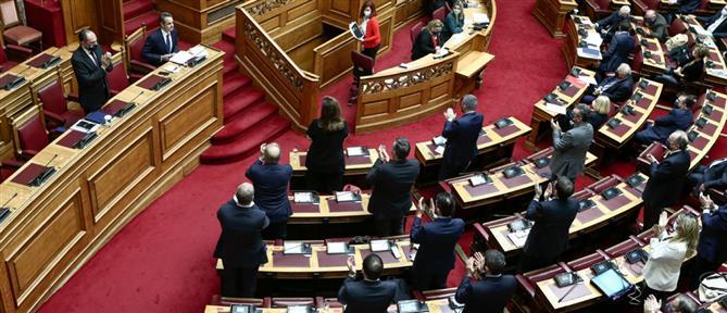 """Βουλή: """"μετωπική"""" σύγκρουση των πολιτικών αρχηγών"""