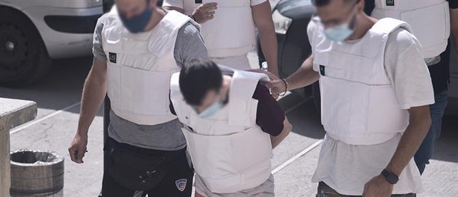 Έγκλημα στην Δάφνη: Στον εισαγγελέα ο καθ' ομολογίαν δολοφόνος της 31χρονης (εικόνες)