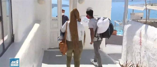 Σαντορίνη: Έφθασαν οι πρώτοι τουρίστες (βίντεο)