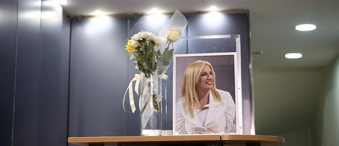 Γεννηματά - ΚΙΝΑΛ: Λουλούδια και μαύρη κορδέλα στην είσοδο (εικόνες)