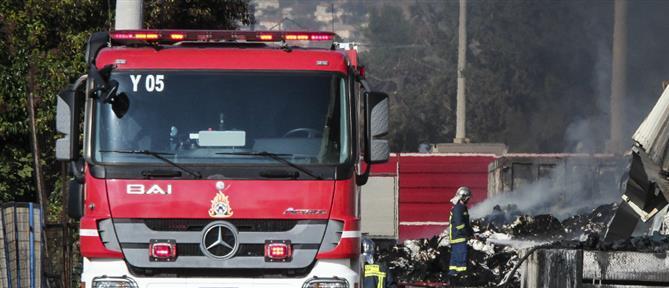 Φωτιά σε μάνδρα αυτοκινήτων στη Λεωφόρο Αθηνών
