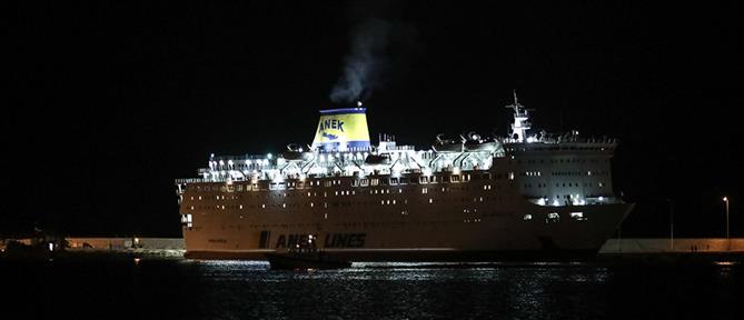 Έδεσε στον Πειραιά το πλοίο με τους 119 ασθενείς με κορονοϊό