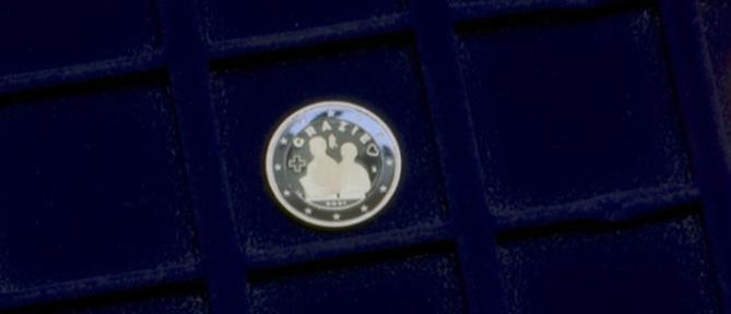 Κορονοϊός: κυκλοφόρησε ευρώ αφιερωμένο στους υγειονομικούς (βίντεο)