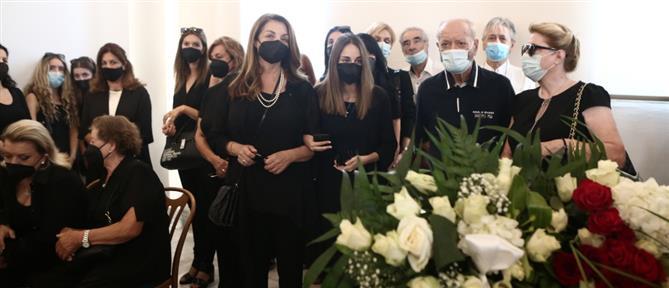 """Κηδεία Τόλη Βοσκόπουλου: Το τελευταίο """"χειροκρότημα"""" στον """"πρίγκιπα"""" της νύχτας (εικόνες)"""