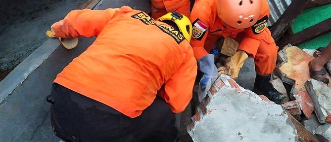 Ινδονησία: δεκάδες νεκροί από τον ισχυρό σεισμό