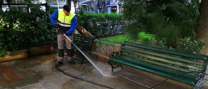 Καθαρίστηκαν πλατείες στους Αμπελόκηπους