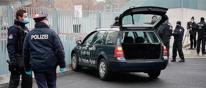 Αυτοκίνητο έπεσε στην Καγκελαρία που βρίσκεται το γραφείο της Μέρκελ