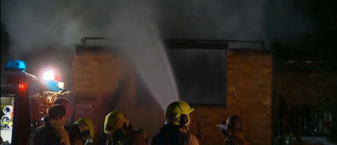 Θρήνος για τα τρία αδελφάκια που κάηκαν στο σπίτι τους (βίντεο)