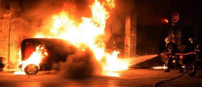 Φωτιά σε σταθμευμένα αυτοκίνητα