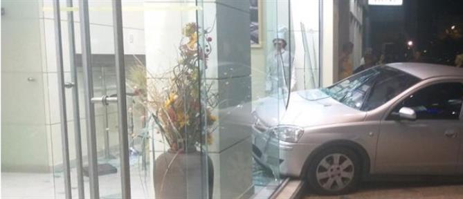 Νέα εισβολή με αυτοκίνητο σε κατάστημα