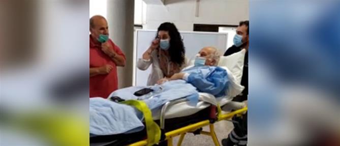 Κορονοϊός – Τρεμόπουλος: Βγήκε από το νοσοκομείο με χειροκροτήματα (βίντεο)