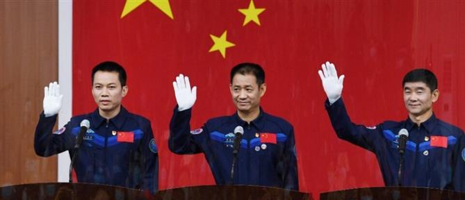 Η Κίνα στέλνει τρεις αστροναύτες στον υπό κατασκευή διαστημικό της σταθμό