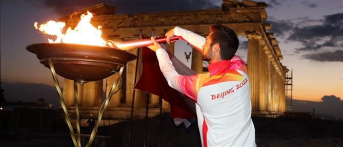 Ακρόπολη: Ο Στέφανος Ντούσκος άναψε την Ολυμπιακή Φλόγα (εικόνες)