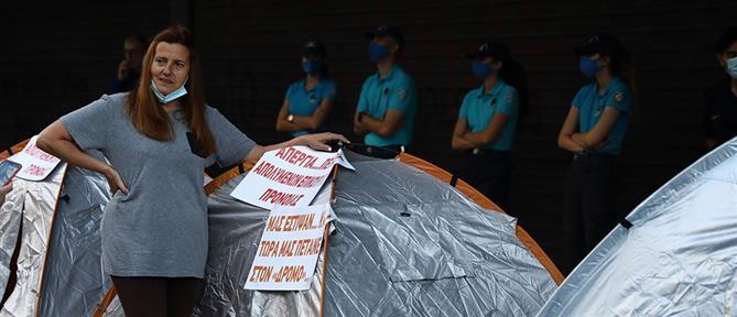 Υπουργείο Εργασίας: απεργία πείνας από απολυμένους υπαλλήλους (εικόνες)
