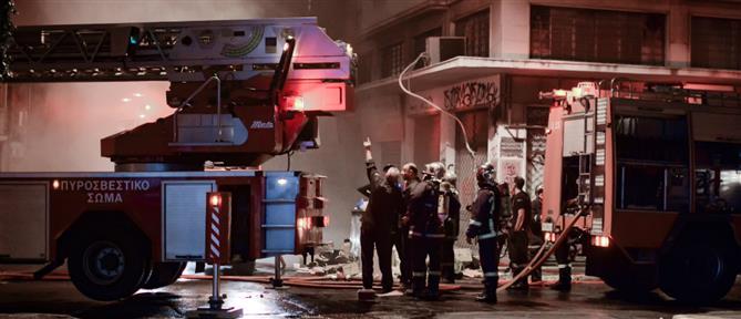 Φωτιά σε κτίριο στο κέντρο της Αθήνας (βίντεο)