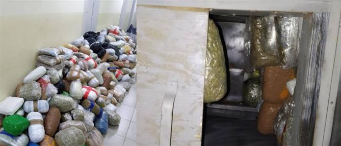 Εκατοντάδες κιλά κάνναβης κρυμμένα σε καρότσα φορτηγού