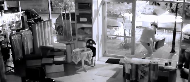 Αποκλειστικό ΑΝΤ1: καρέ-καρέ η διάρρηξη σε κατάστημα με χαλιά (βίντεο)
