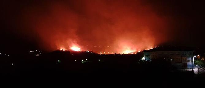 Μεγάλη φωτιά στην Πάτρα (εικόνες)
