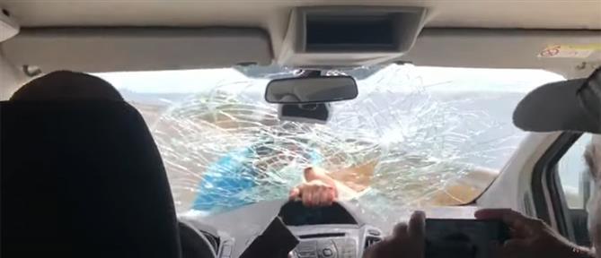 """Eστιάτορας """"γαντζώθηκε"""" σε αυτοκίνητο τουριστών που δεν πλήρωσαν τον λογαριασμό (βίντεο)"""