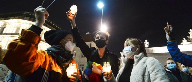 Πολωνία: εισβολή σε εκκλησία από διαδηλωτές υπέρ της άμβλωσης (εικόνες)