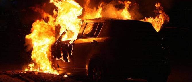 Στις φλόγες αυτοκίνητο και μηχανάκι στην Κυψέλη