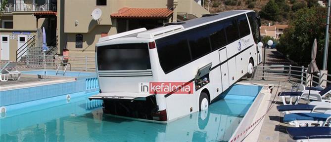Λεωφορείο έπεσε σε... πισίνα ξενοδοχείου στην Κεφαλονιά (εικόνες)