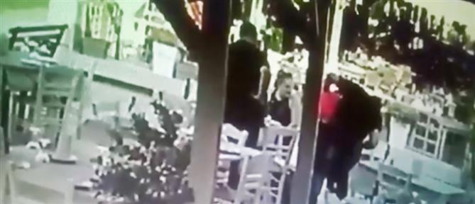 Σερβιτόρος έσωσε πελάτη από βέβαιο πνιγμό (βίντεο)
