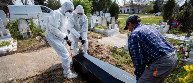 Ρεπορτάζ του Associated Press με κηδεία νεκρού από κορονοϊό στην Ελλάδα (βίντεο)