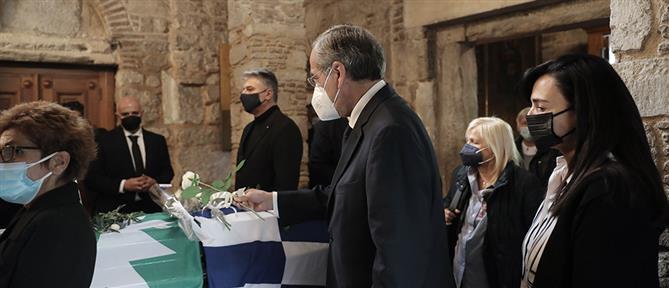 """Γεννηματά: """"Έσπασε"""" o Αντώνης Σαμαράς στην Μητρόπολη (εικόνες)"""