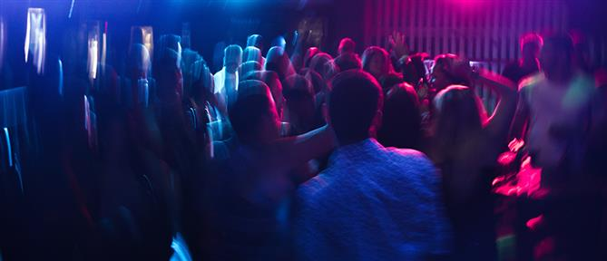 """Πάτρα: Σύλληψη και """"καμπάνες"""" για ανοιχτό μπαρ με μουσική"""