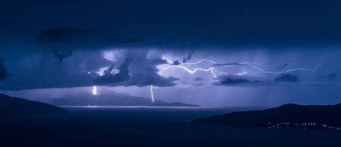 Έκτακτο δελτίο ΕΜΥ: Επιδείνωση του καιρού με βροχές και καταιγίδες