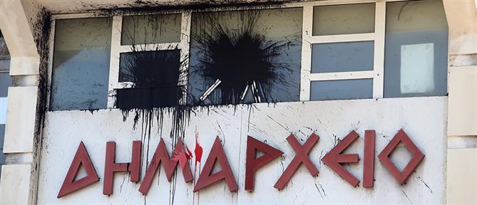Επίθεση στο δημαρχείο Βύρωνα έκανε ο Ρουβίκωνας