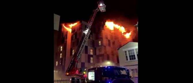 Στις φλόγες φοιτητική εστία στην Αγγλία (βίντεο)