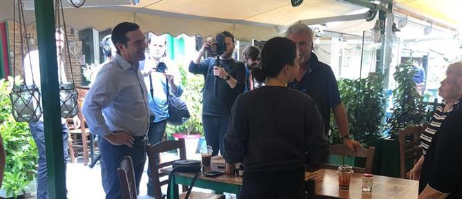 Καισαριανή: Βόλτα Τσίπρα στην αγορά (εικόνες)
