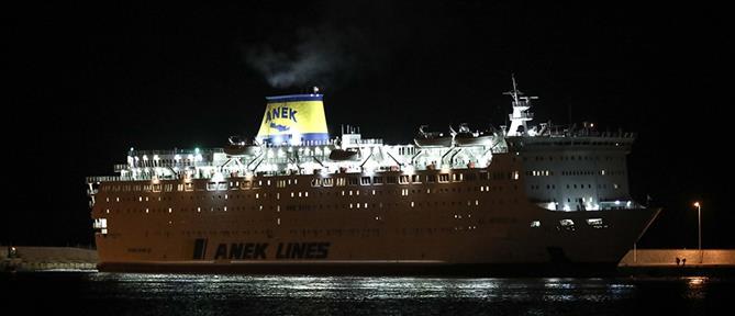 Στο λιμάνι του Πειραιά το πλοίο με τα δεκάδες κρούσματα κορονοϊού