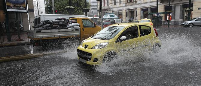 Καιρός: Τοπικές βροχές και καταιγίδες τη Δευτέρα