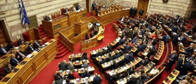 """Εν μέσω """"πυρών"""" πέρασε το νέο ασφαλιστικό νομοσχέδιο"""