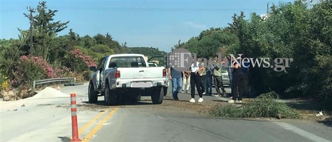 Φρικτό τροχαίο: Οδηγός καταπλακώθηκε από διερχόμενο ΙΧ