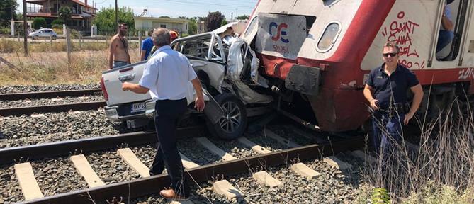 Νεκρή έγκυος από σύγκρουση τρένου με ΙΧ (εικόνες)