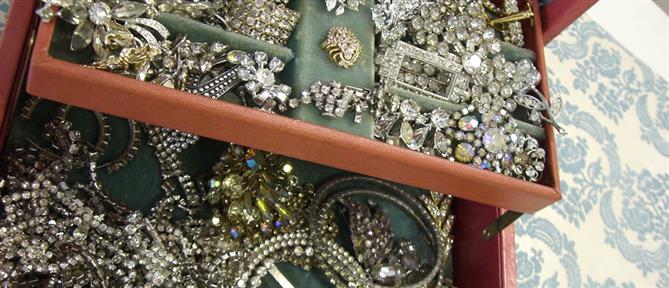 """Της """"βούτηξαν"""" κοσμήματα αξίας 30000 ευρώ"""
