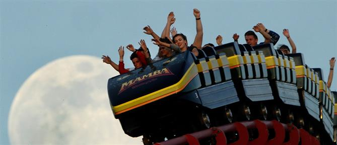 Λούνα παρκ απαγόρευσε τα ουρλιαχτά στα τρενάκια του τρόμου (βίντεο)