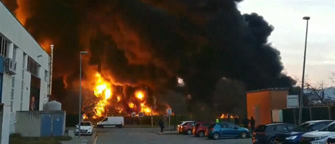 Ισπανία: Μεγάλη πυρκαγιά σε χημικό εργοστάσιο (βίντεο)