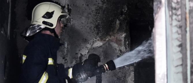 Φωτιά σε συνεργείο αυτοκινήτων