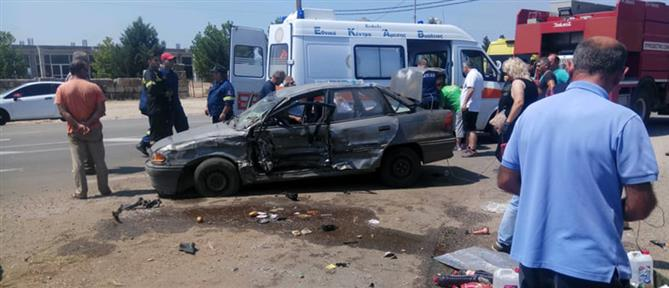 Σφοδρή σύγκρουση οχημάτων με τραυματίες (εικόνες)
