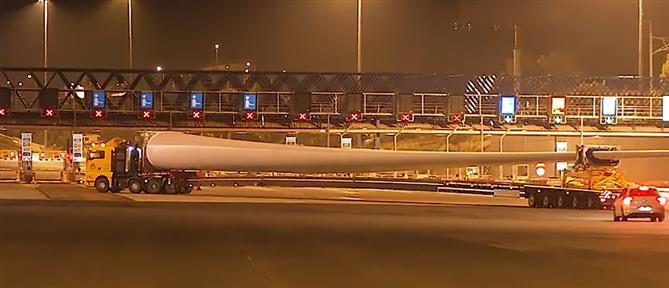 Πώς κάνει αναστροφή ένα φορτηγό που μεταφέρει πτερύγιο ανεμογεννήτριας 75 μέτρων; (βίντεο)