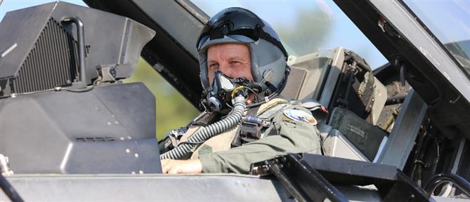 Αρχηγός ΓΕΕΘΑ: Πτήση με F-16 πάνω από το μνημείο του Νικόλαου Σιαλμά (βίντεο)