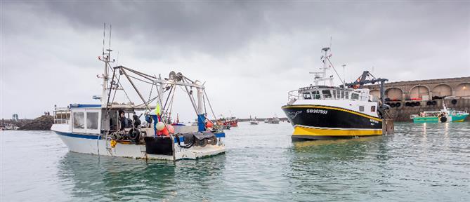 Η Γαλλία κατέσχεσε βρετανικό αλιευτικό