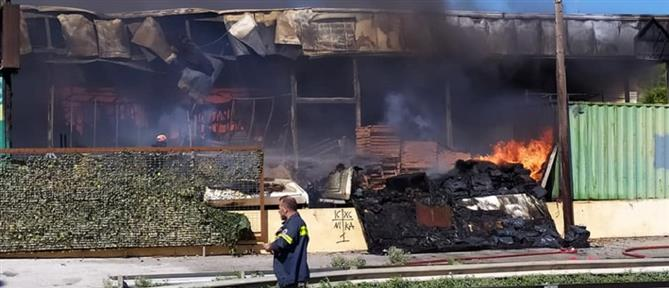 Πυρκαγιά σε κατάστημα στο Κορωπί (εικόνες)